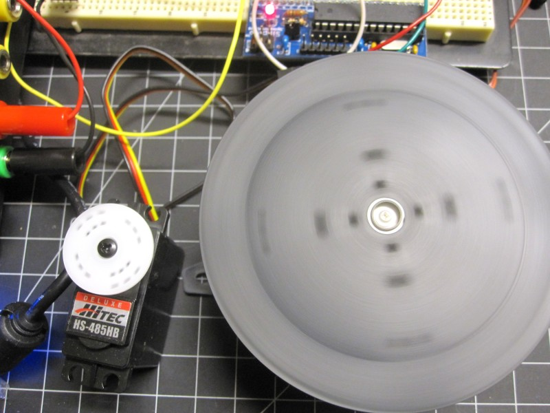 Servo-controlled turntable